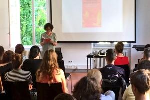 Baden-Baden und die Louis-Lepoix-Schule liest ein Buch